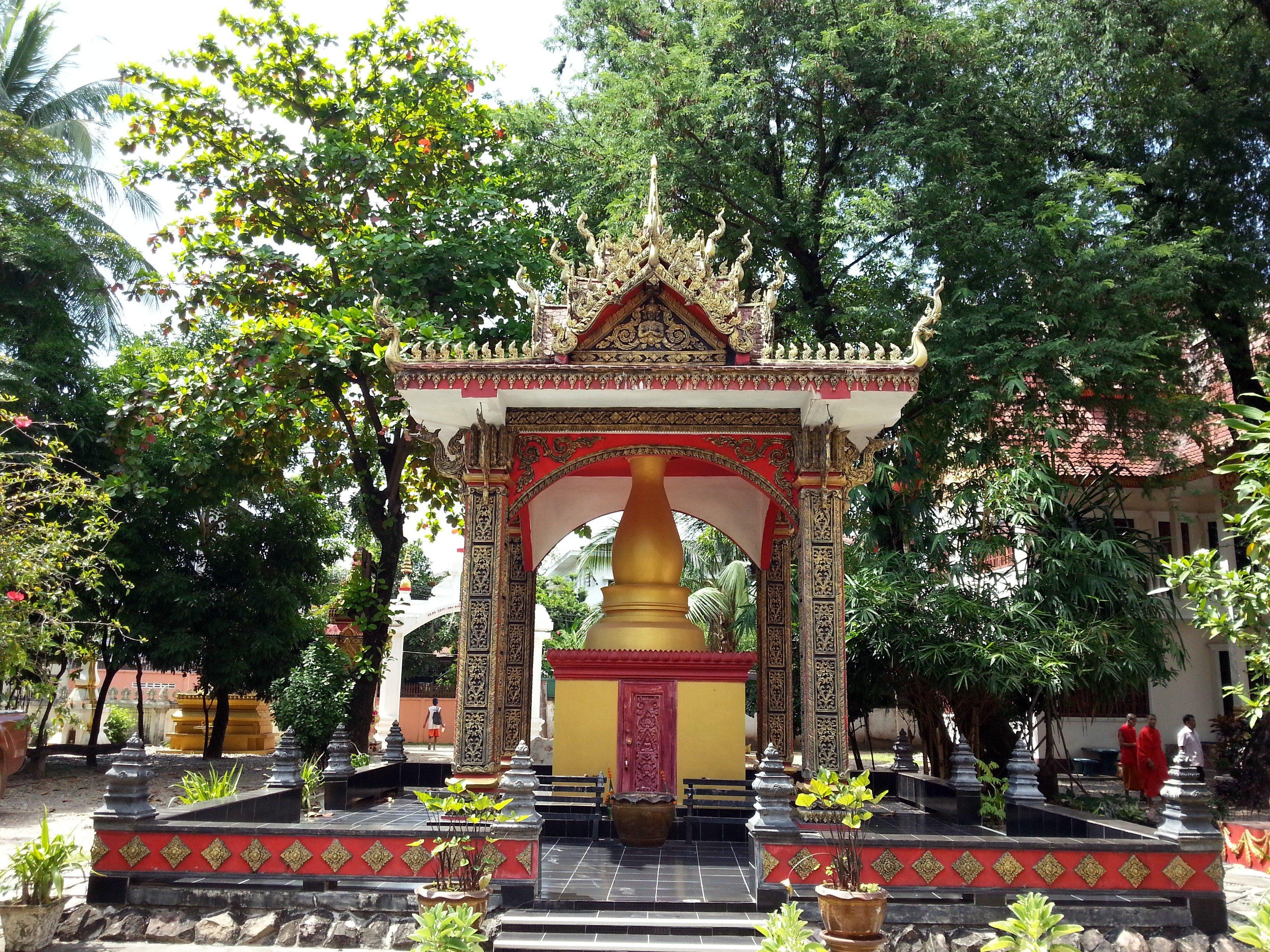 Stupa at Wat Ong Teu