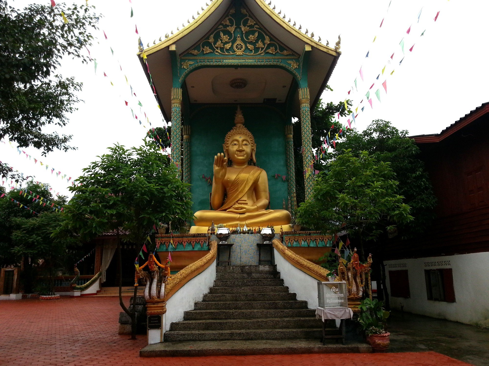 Buddha statue at Wat That