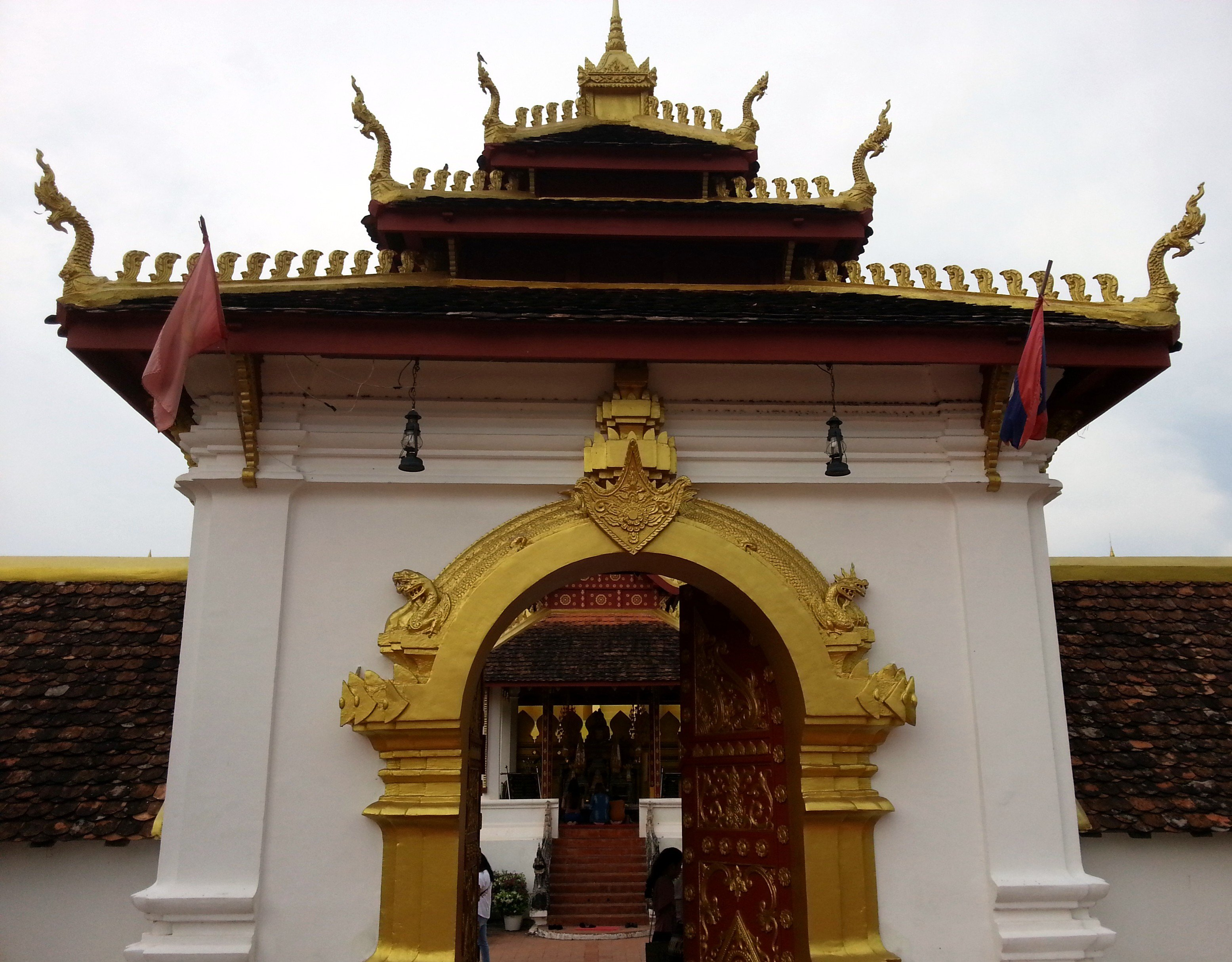 Main entrance to Pha That Luang