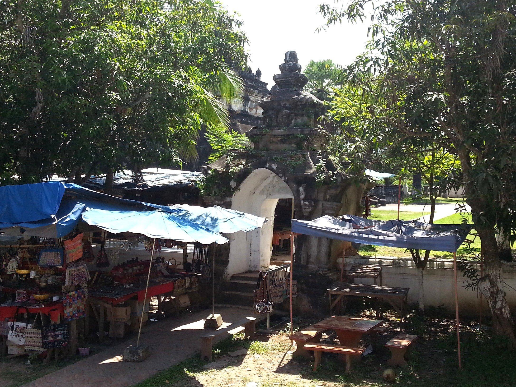 Gateway to Wat Wisunalat