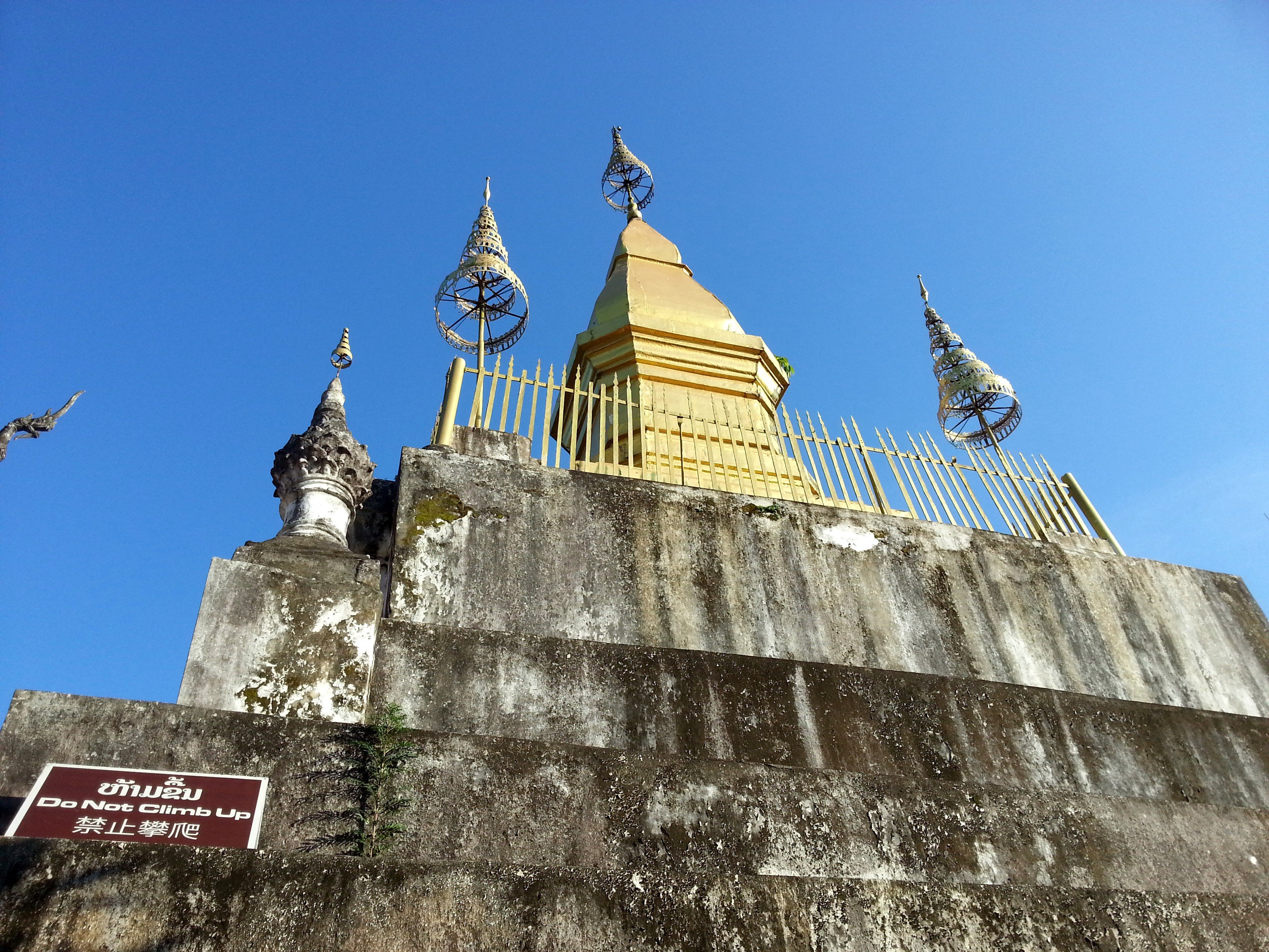 Stupa at the top of Phou Si Hill