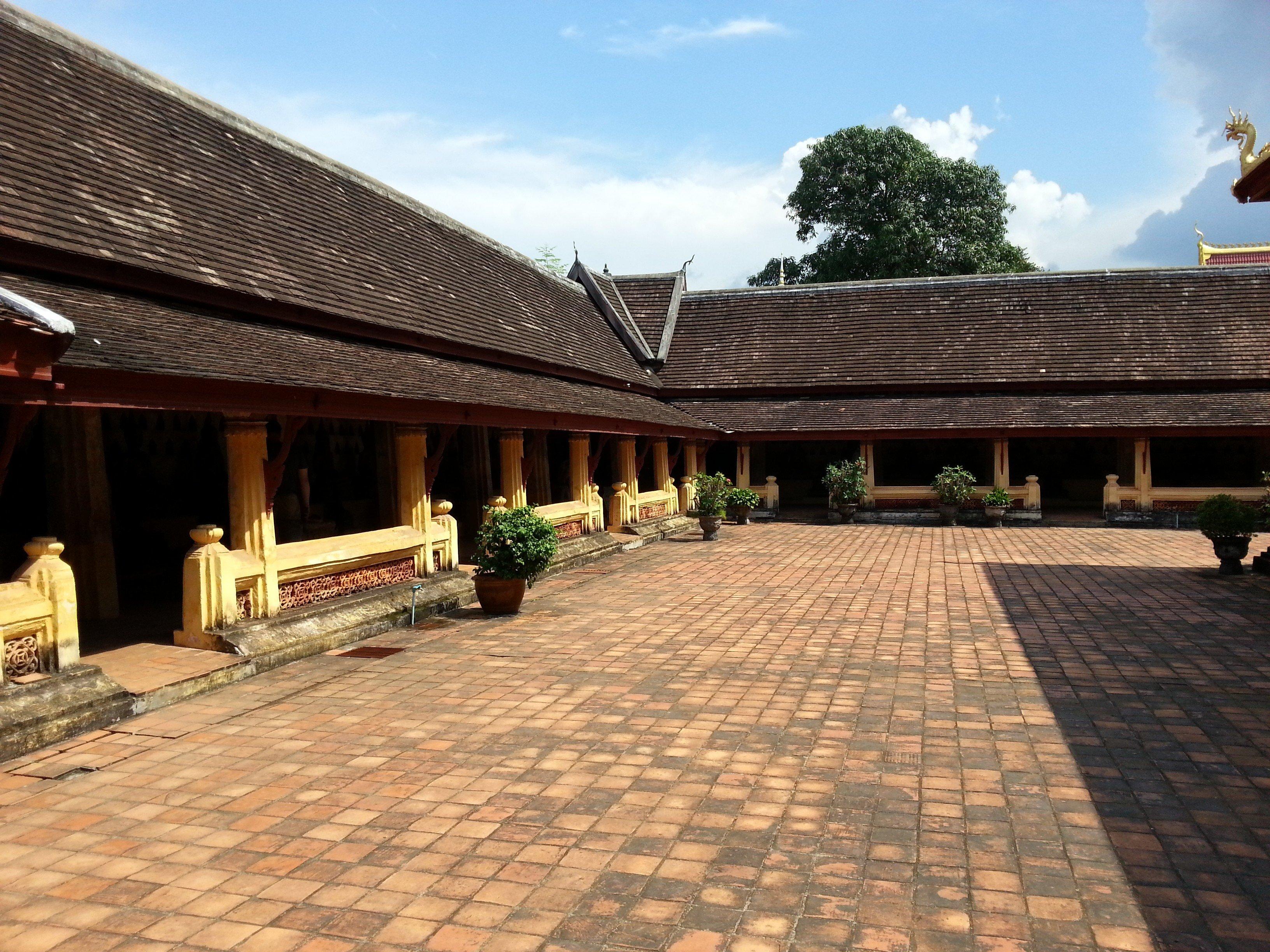 Inside the walls around Wat Si Sa Ket