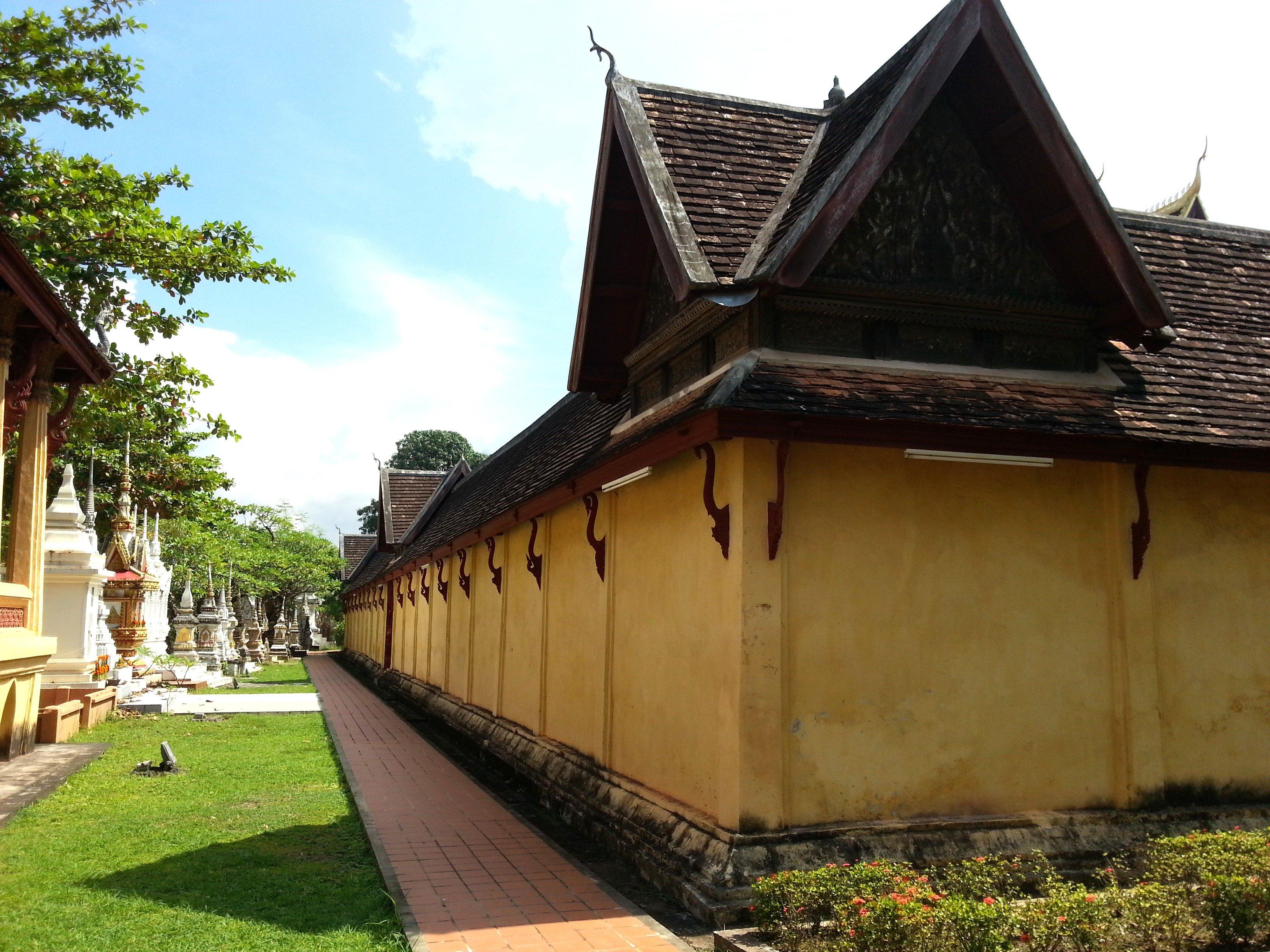 Outside of the walls around Wat Si Sa Ket
