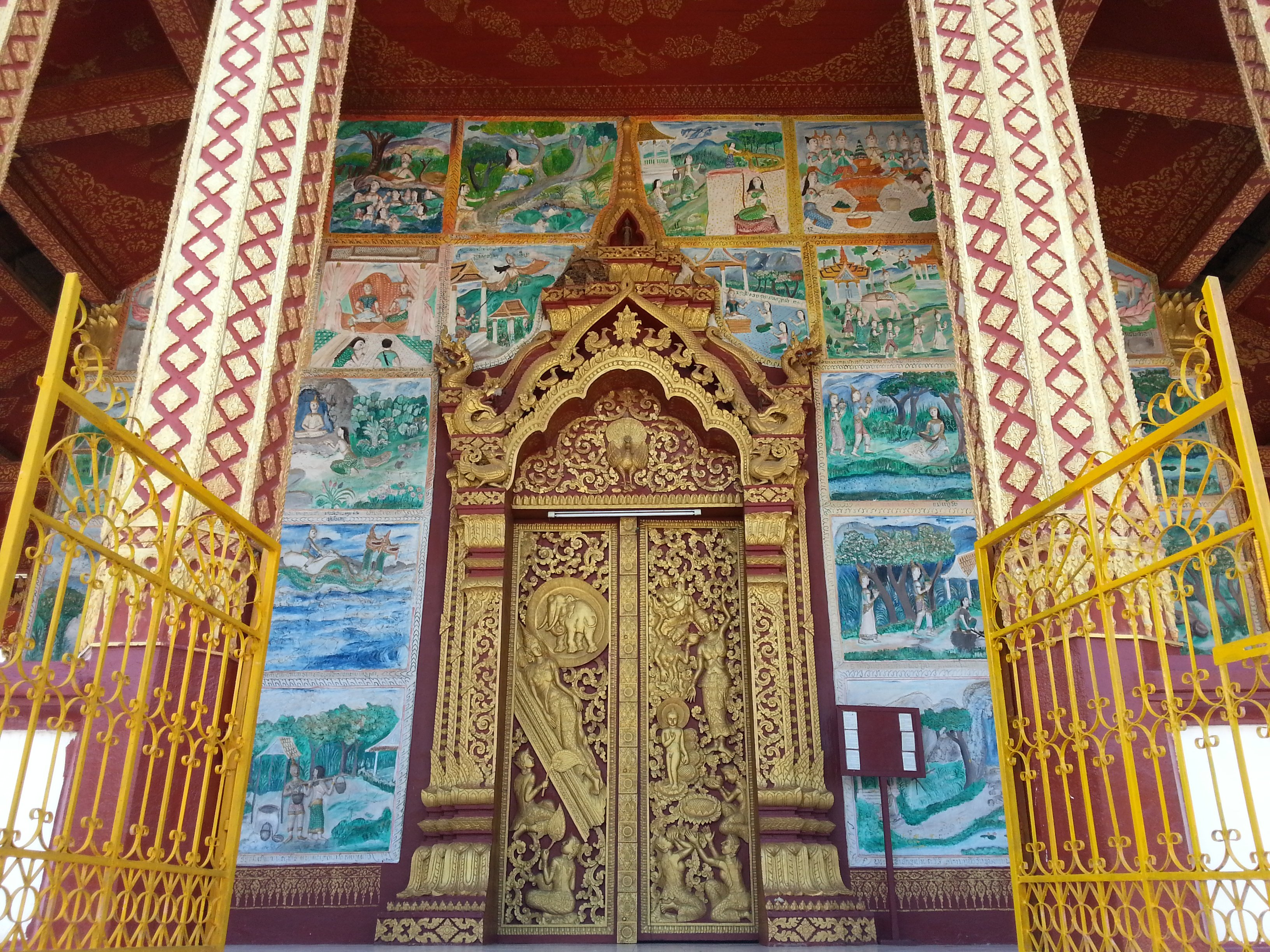 Main door to Congregation Hall at Wat Manorom