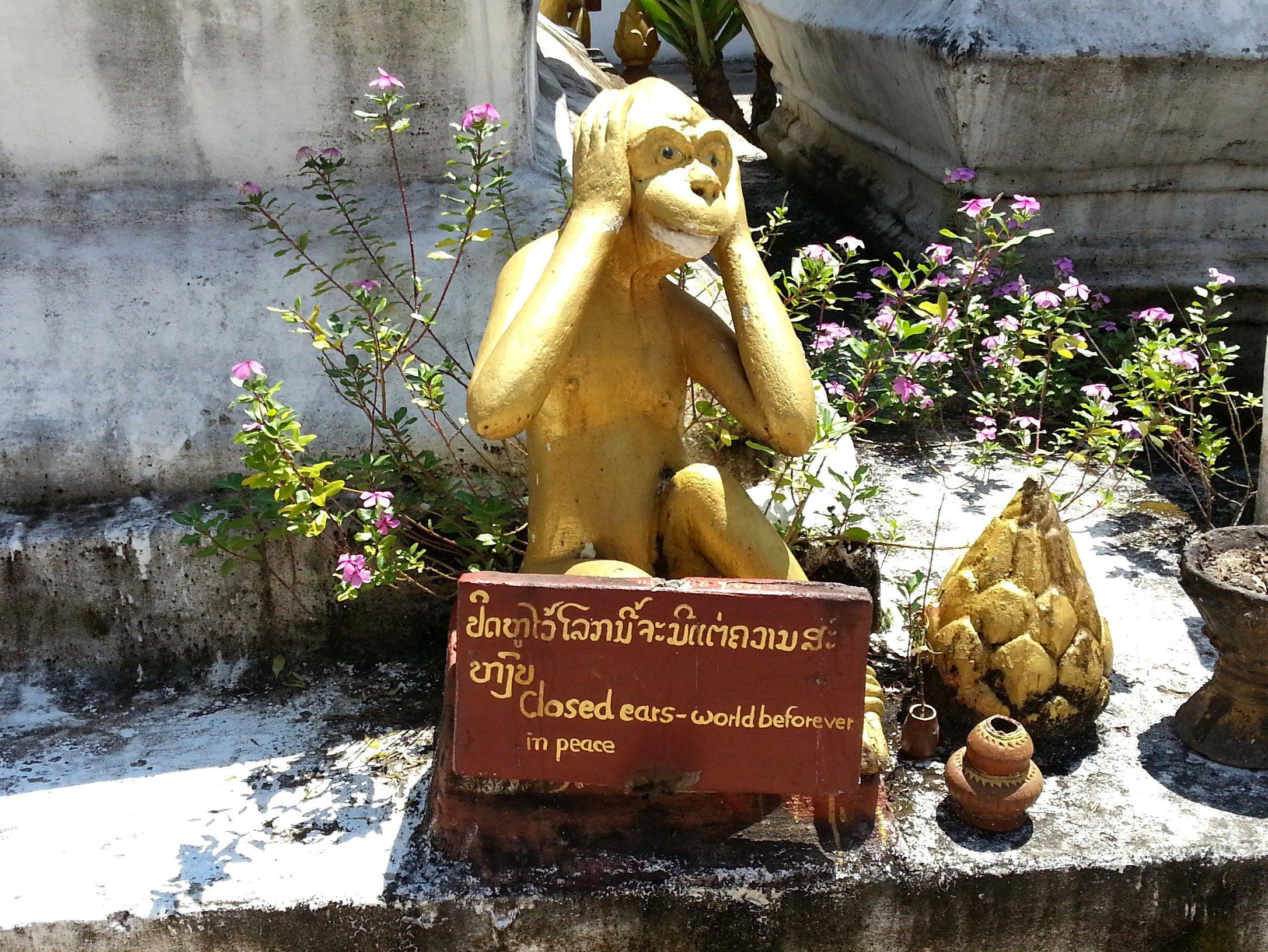 Monkey statue at Wat Meun Na