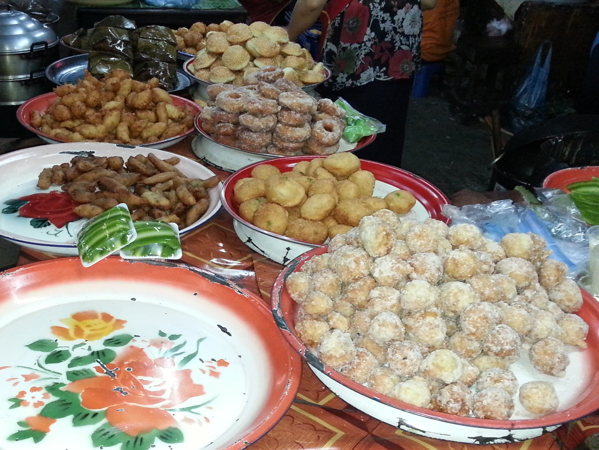 Fried breads at Phoukam Garden Agriculture Wet Market