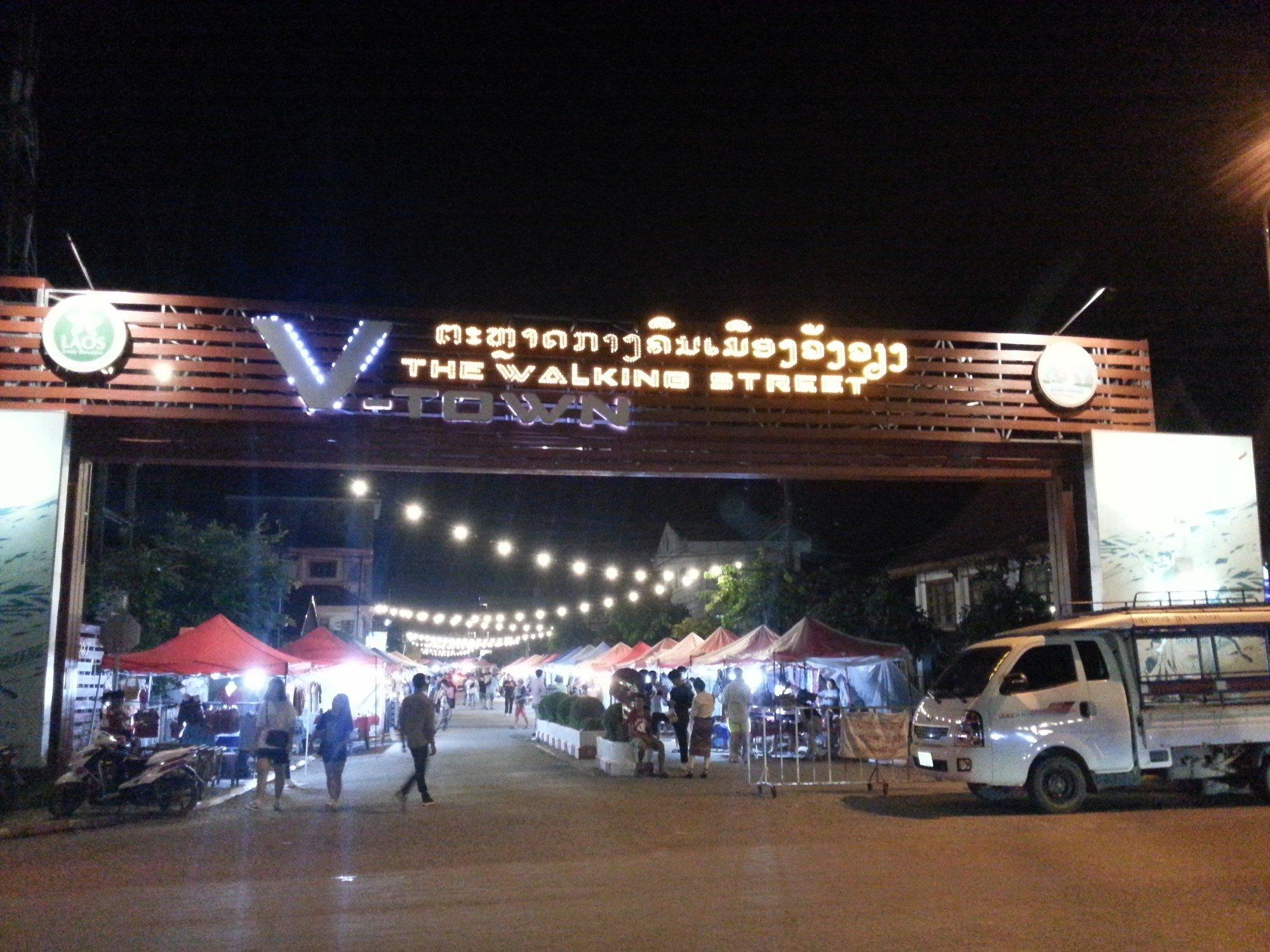 ผลการค้นหารูปภาพสำหรับ vang vieng walking street laos